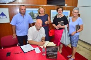 """Sa promcije knjige """"Zaustavimo vrijeme"""", autora Fadila i Milice Pelesić"""